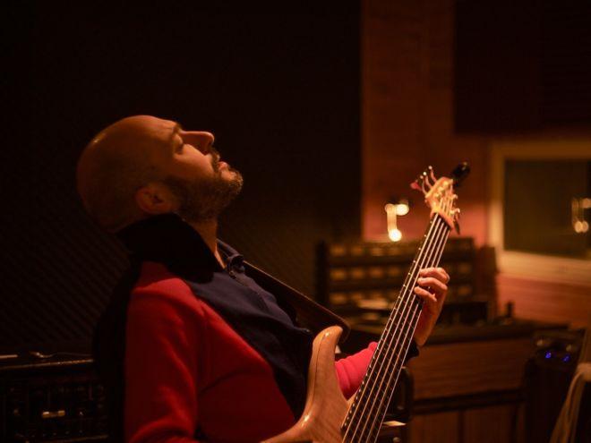 joueur de guitare électrique