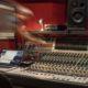 Console de mixage du studio d'enregistrement à Toulouse